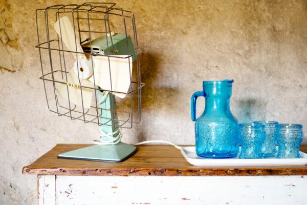 Ventilateur Calor vintage grand modèle couleur menthe à l'eau. Palmes en plastique de coloris blanc. Un meenthe à l'eau sublime avec des éléments blancs.