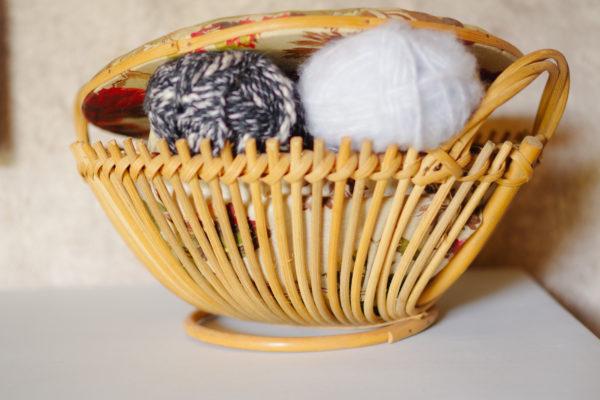 Ancien panier boîte à couture rotin osier années 60 tissu fleurs / antique French basket / rustic rattan Knitting Basket