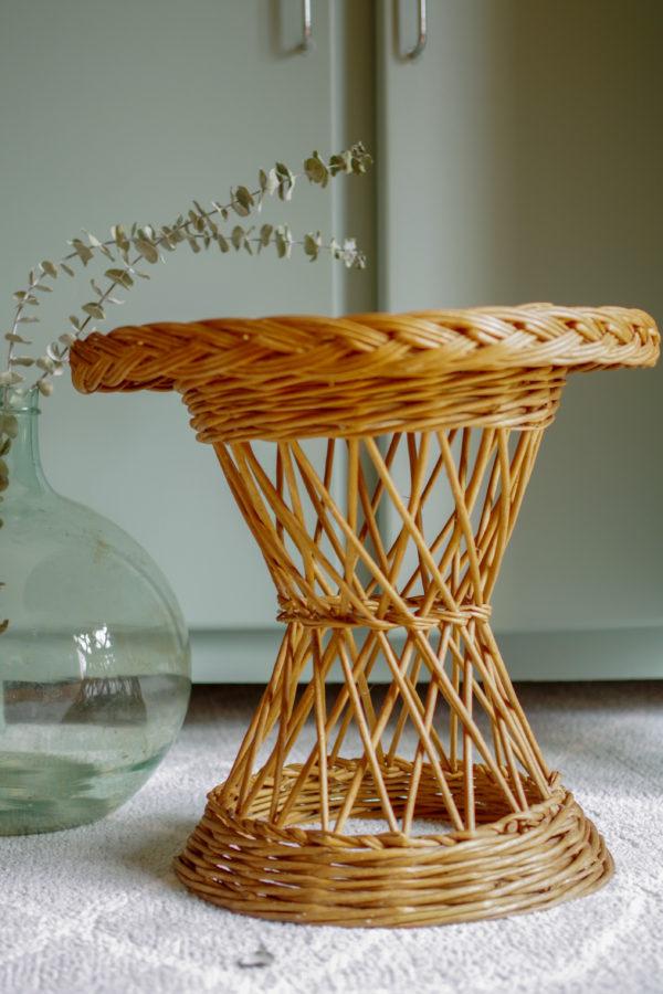 Esprit vintage pour cette table en rotin des années 60. La chambre, Le salon, Les petits meubles, Les petits meubles et la décoration, Les tables et guéridons, Rotin,
