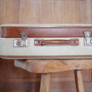cette opetite valise rétro deviandra vite un accessoire de mode au charme fou.