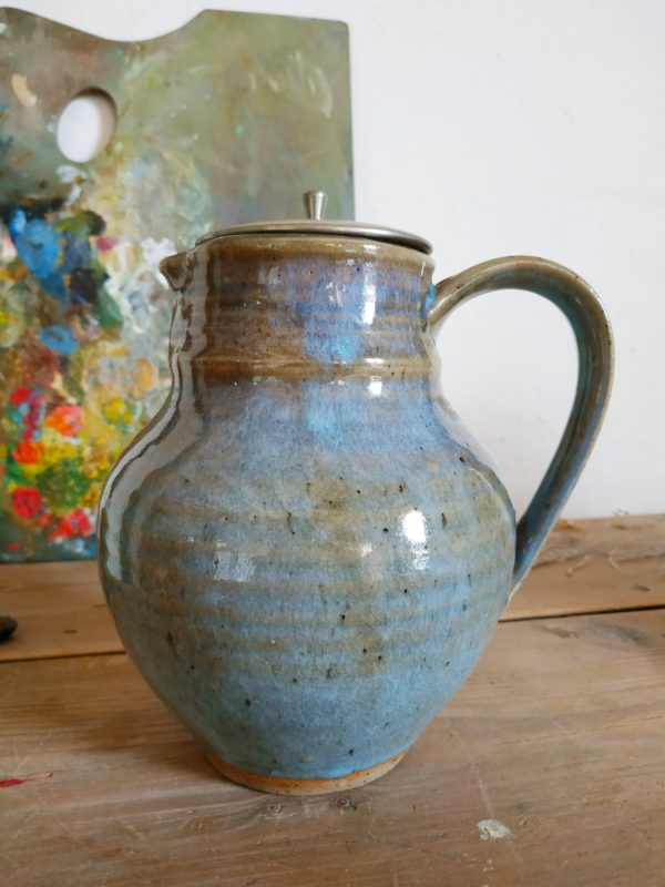 Cette poterie apportera beaucoup de charme à une table joliment mise en valeur. Ce contenant sera également sublime transformé en vase pour y recevoir fleurs séchées.