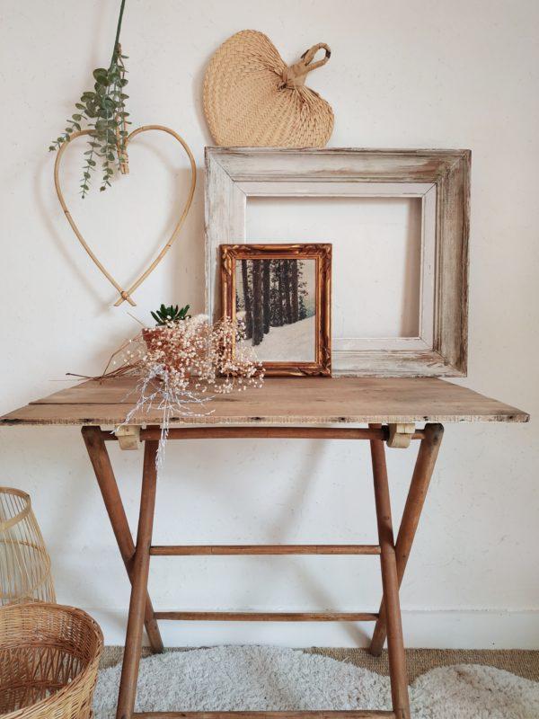 De belles dimensions ce cadre en bois ancien accueillera un portrait de famille, une illustration contemporaine, un dessin d'enfant pour le sublimer.