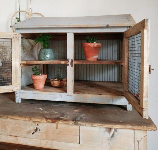 Les dimensions ultra généreuses manger en font un meuble incroyable qui saura insuffler une note authentique et surprenante dans une cuisine.