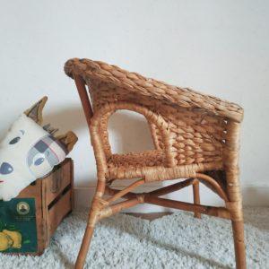 Cette adorable assise vintage pour enfants deviendra vite une petite pièce déco aussi agréable à regarder qu'à utiliser.