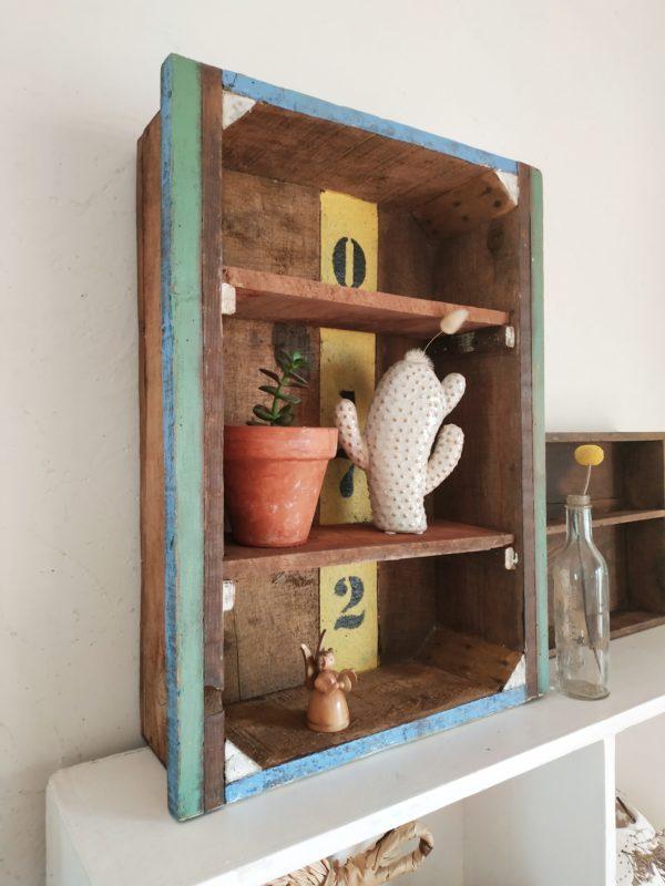 Ce tiroir d'atelier en bois ancien nous a de suite charmé.
