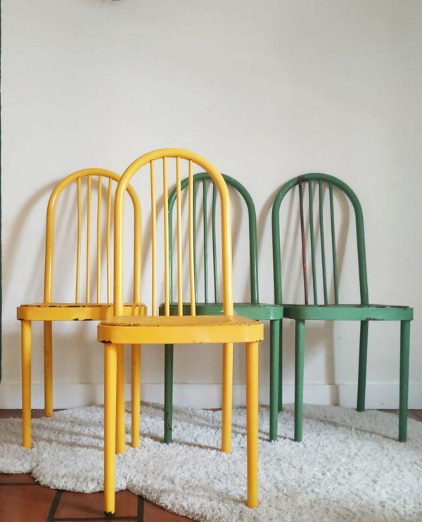 Ce lot de chaises industrielles vintage ne nous laisse pas indifférent.