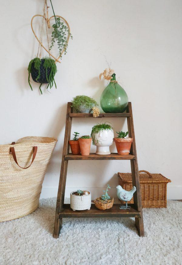 Ce porte-plantes de campagne se plaira dans une entrée, dans une salle de bain, dans une pièce de vie,