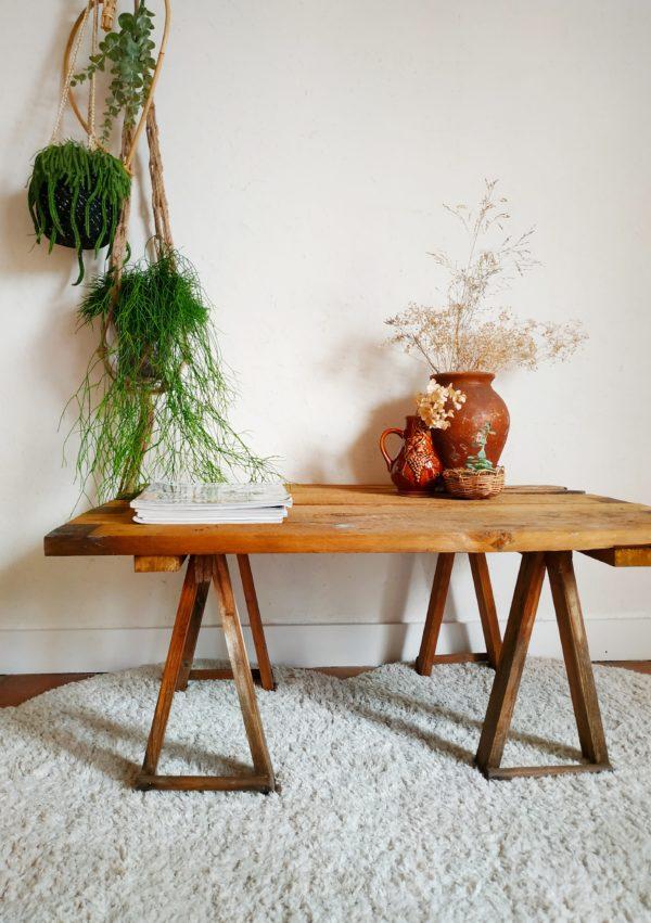 Cette table basse vintage débarque à l'atelier pour notre plus grand plaisir.