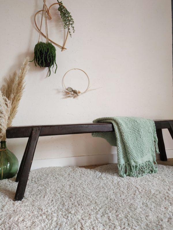 A l'atelier nous craquons toujours autant pour les bancs de ferme, mobilier authentique au charme rassurant.