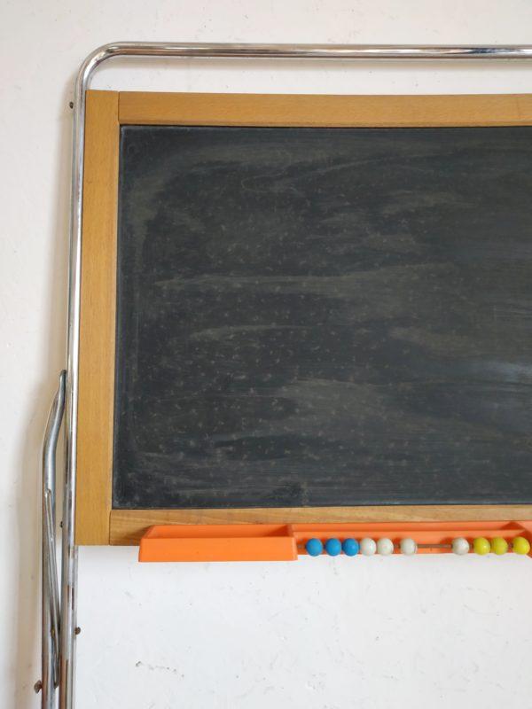 Ancien, ce jouet reste en bel état avec des traces d'usage liées à son utilisation intensive.
