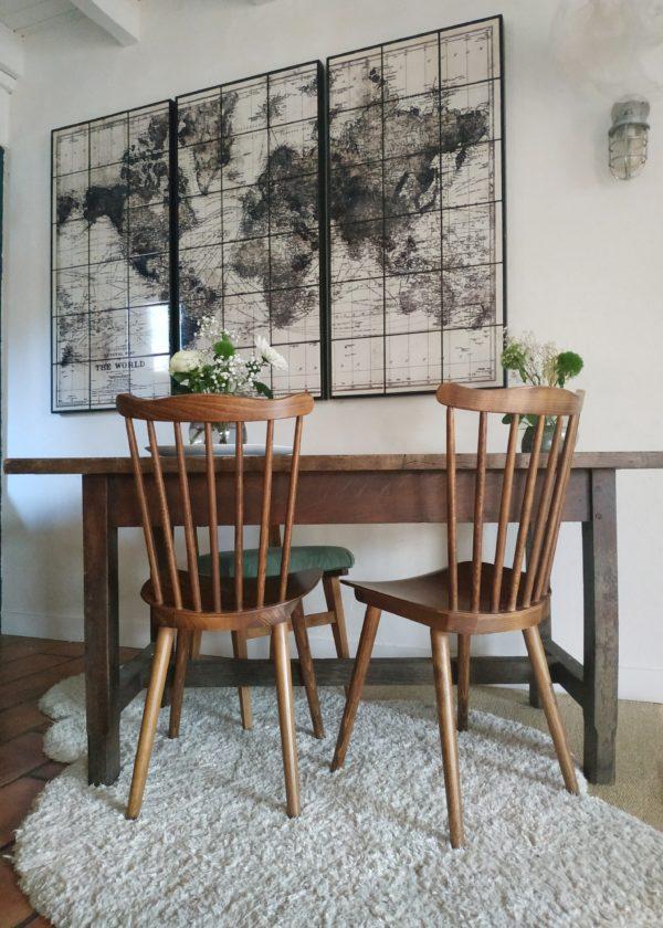 Cette table de ferme impose une allure rustique et authentique qui nous charme d'emblée.
