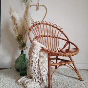 Le mobilier en rotin offre de jolies pièces déco, pour un insuffler un look bohème et chaleureux dans votre séjour, dans une chambre avec des coussins sélectionnés, dans une salle de bain ou dans l'entrée pour se déchausser.