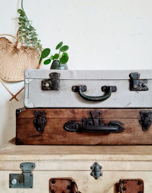 Cette valise en aluminium est aussi originale que légère, ses reflets métalliques lui donnent même un petit air indus !
