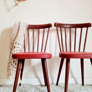 Débarquées à l'atelier, nous avons fondu pour ces chaises bistrot esprit baumann à large dossier à 7 tiges verticales.