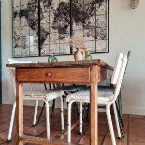 Elément de mobilier incontournable de no campagnes françaises, cette table de ferme à l'allure rustique et authentique est un must have rempli de charme.