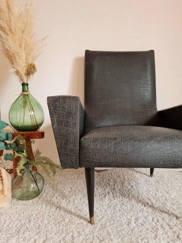 Le fauteuil vintage possède une ligne rock assumée et dynamisante.