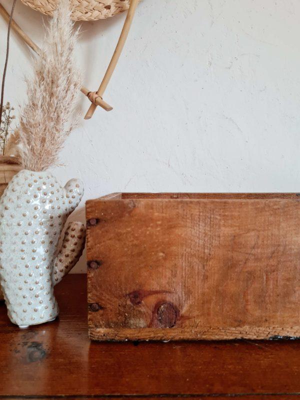 A l'atelier nous affectionnons particulièrement les fabrications artisanales en bois, qui éveillent notre esprit créatif.
