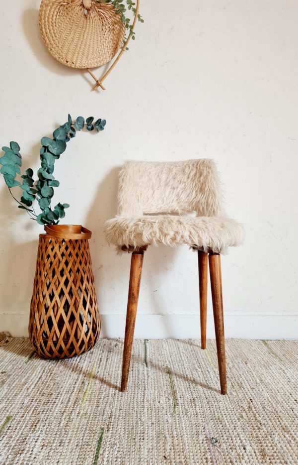 Cette chaise des années 60 saura savamment se mettre en valeur tout en restant distinguée.