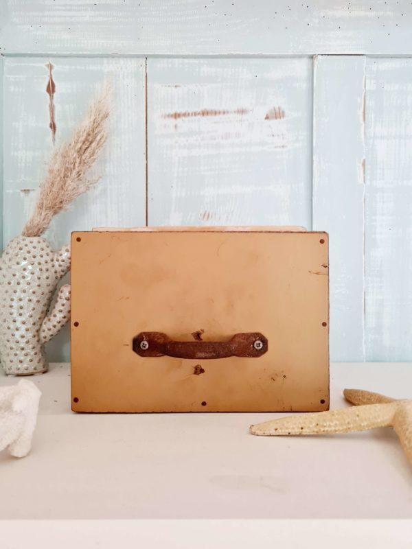 Boîte en bois ancienne avec casiers amovibles