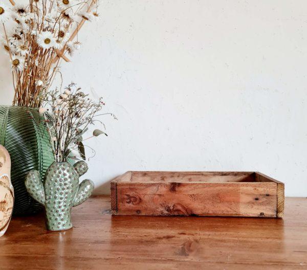 Chez factory vintage nous aimons les objets de rangements en bois rétros..