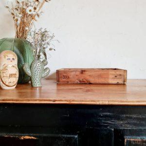 Chez factory vintage nous aimons les objets de rangements en bois anciens.