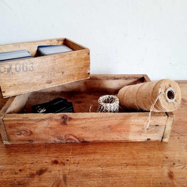 Détournée en mini jardinière ce casier d'atelier ancien sera parfaitement charmant.
