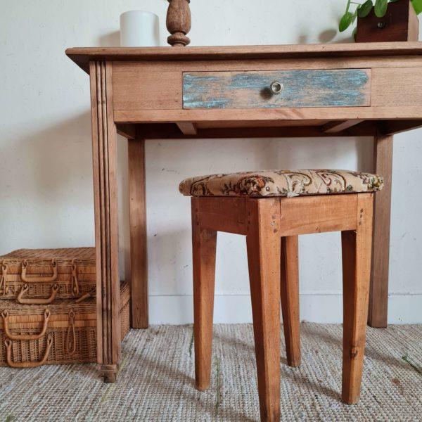 Table ancienne bois décapée avec son tiroir